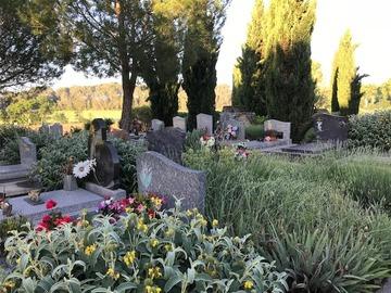 Une pierre tombale sur-mesure
